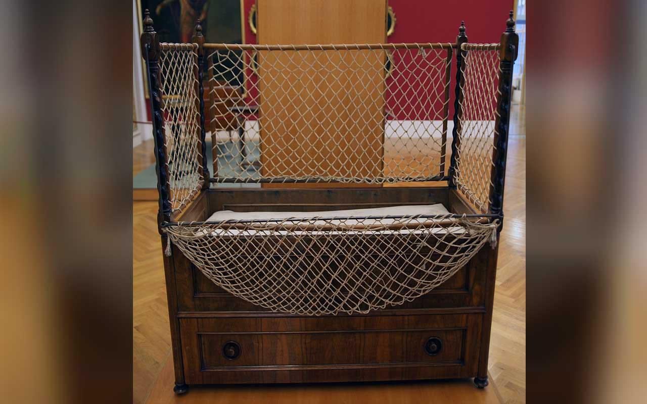 Cot for the children of Empress Elizabeth