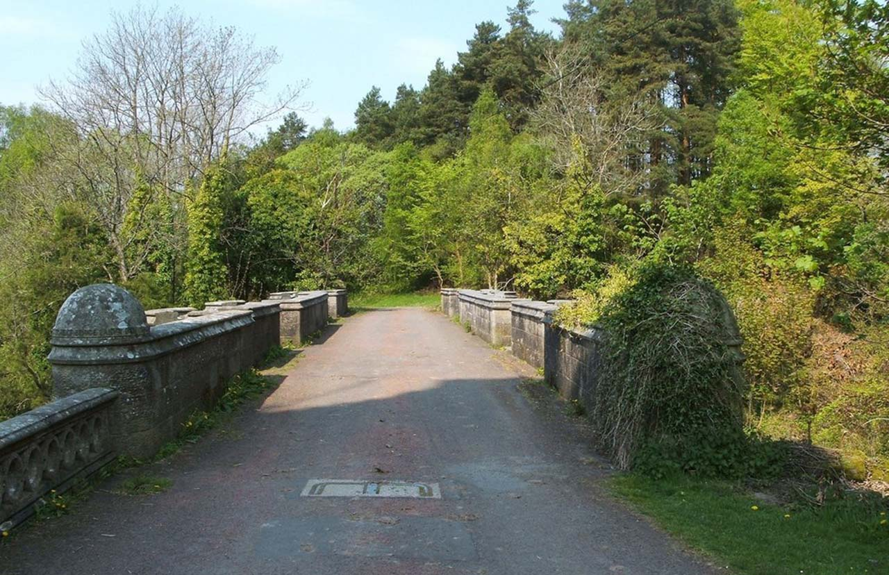 Dogs are lured by the Overtoun Bridge