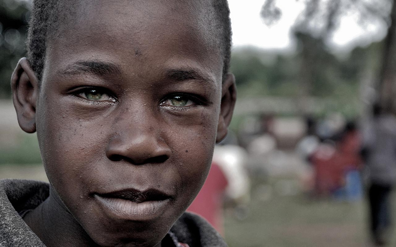 Kenyan mother's don't look into the eyes of their child