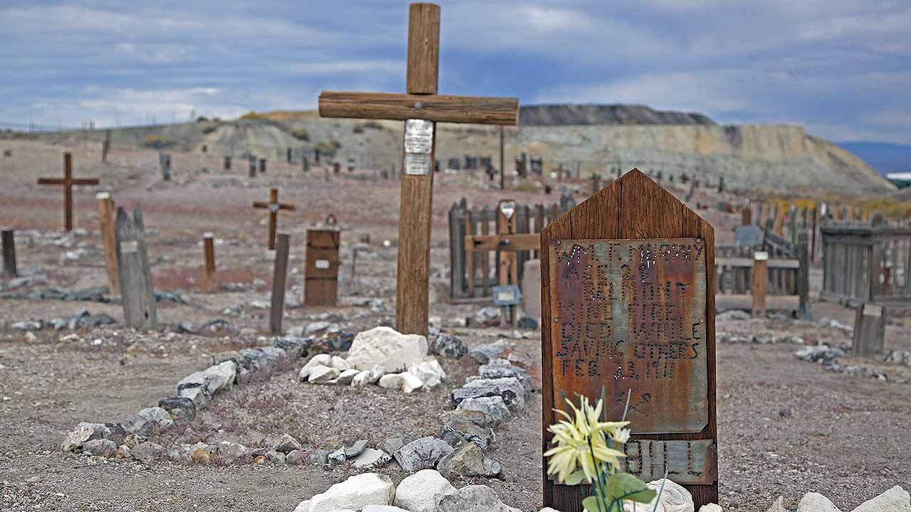 Ghost cemetery, graveyard, Tonopah cemetery, Clown motel