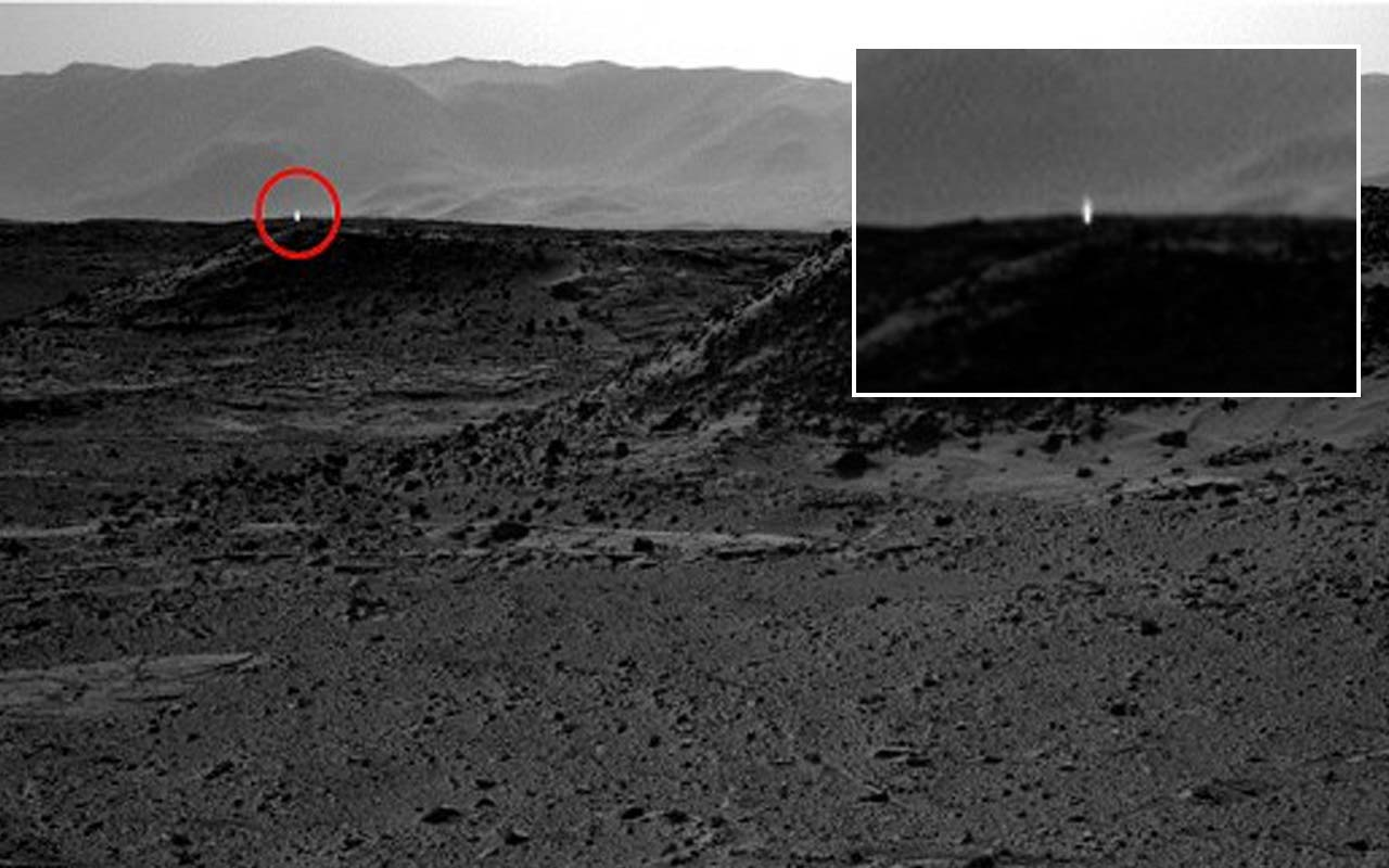 Photos captured by Curiosity Rover shows strange light on Mars