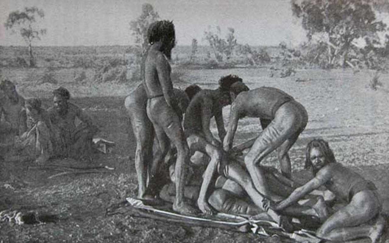Mardudjara tribe:Achieving manhood by losing a good portion of his own
