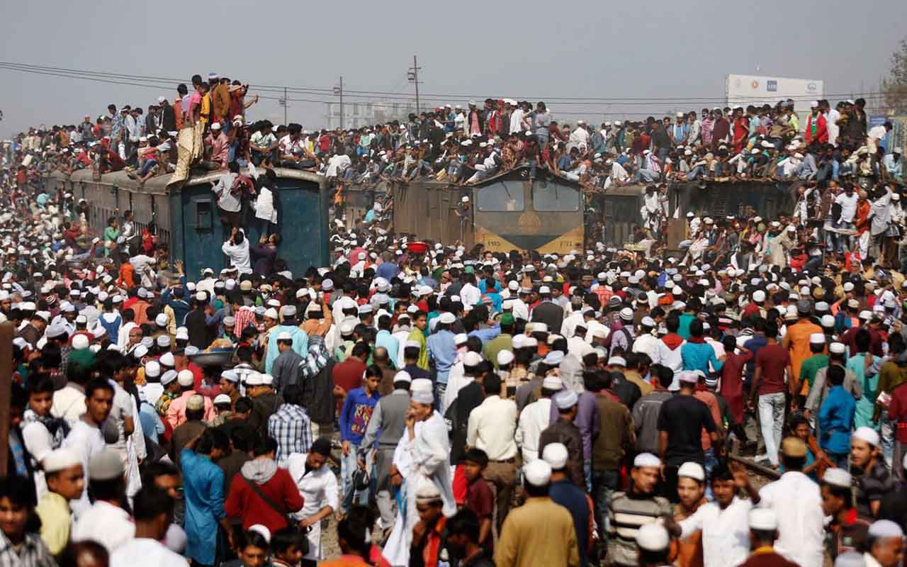 Dhaka, Bangladesh, train, people, commuters, crowd,