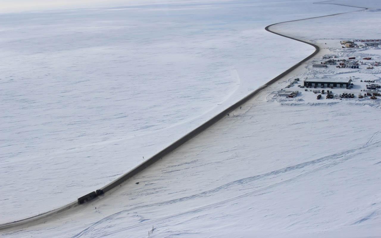 The James W. Dalton Highway, Alaska, USA