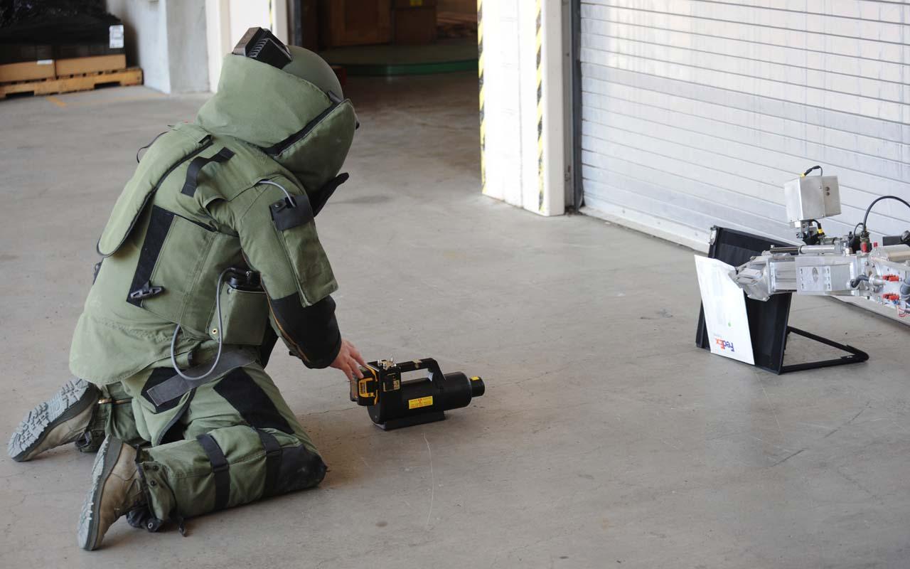 bomb squad, dogs, detection, bomb squad