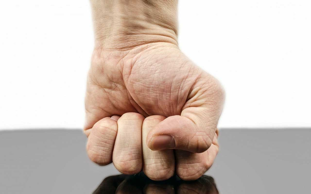 Lefties are more prone to having negative emotions.