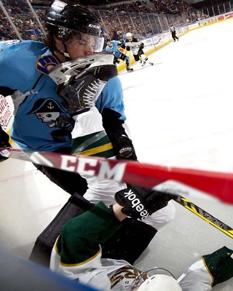 Ice hockey, Canada, accident