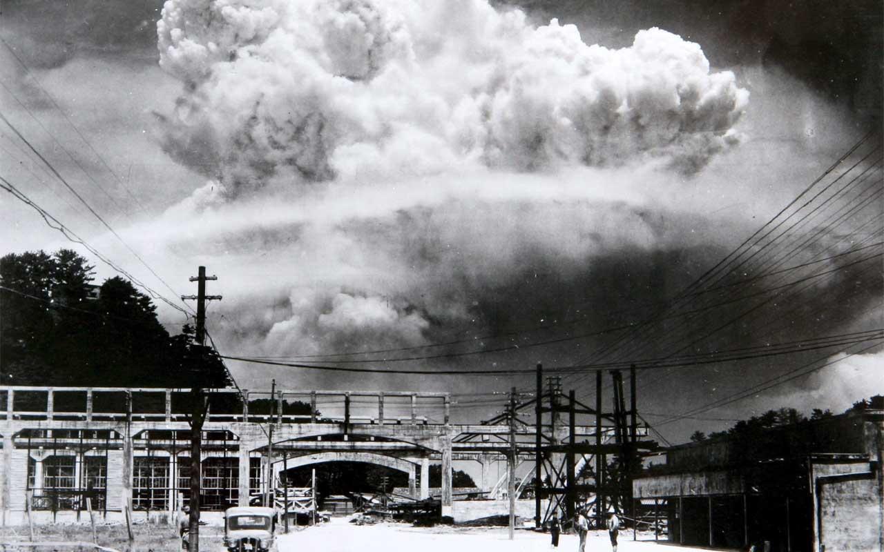 Nagasaki - 20 minutes after he atomic bomb was dropped, 1945, photographs, photo, image, camera, photography, influential, images, fact, facts, Hiroshima, Nagasaki, atom bomb