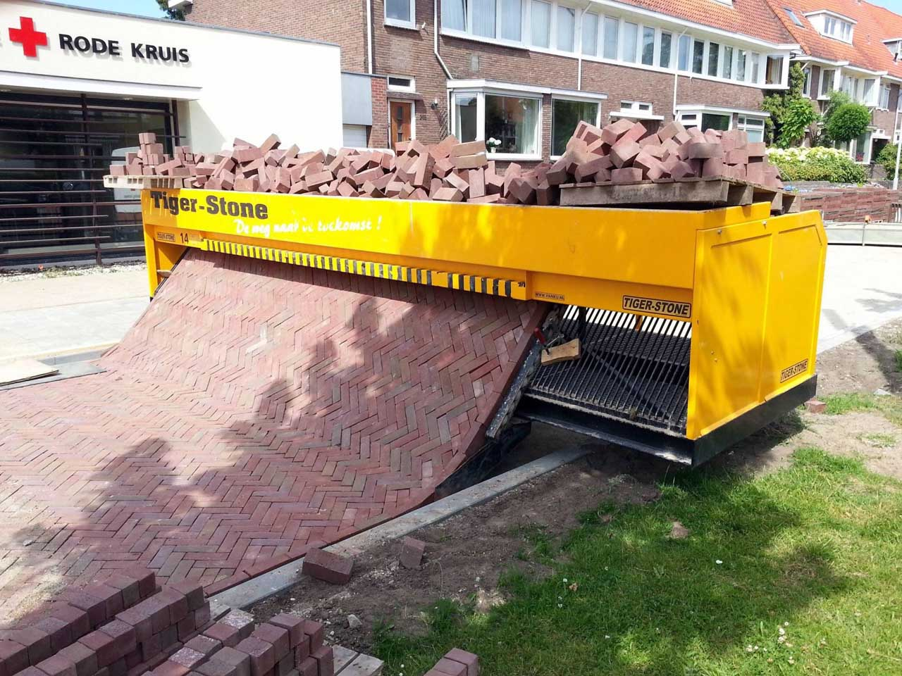 Incredible machine that lays out a carpet of bricks removing back-breaking hard work, question, photos, life, peopel