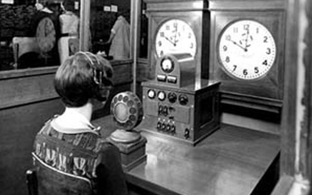 Speaking clock, hotline, woman, phone, call