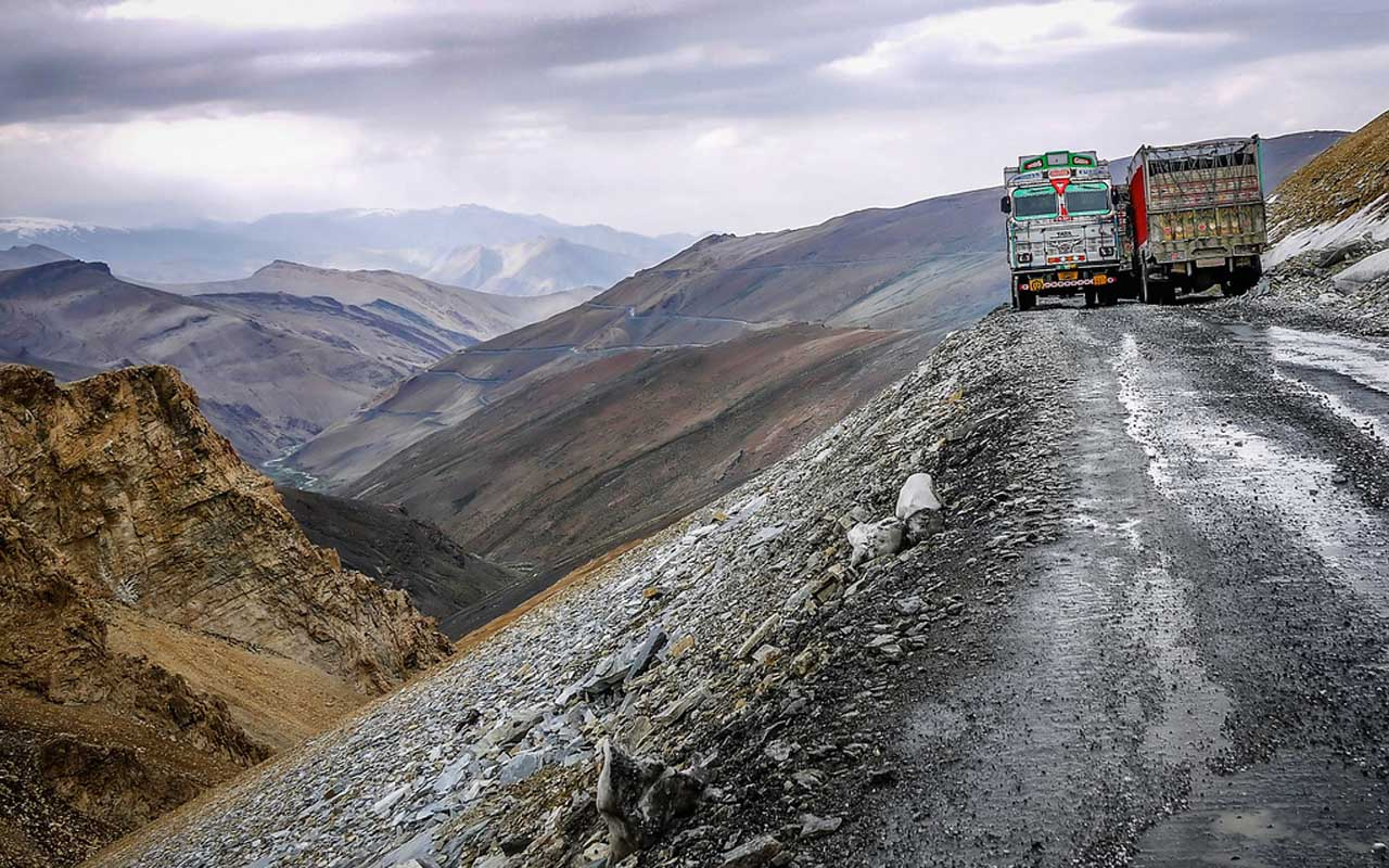 Leh, Manali, India, road