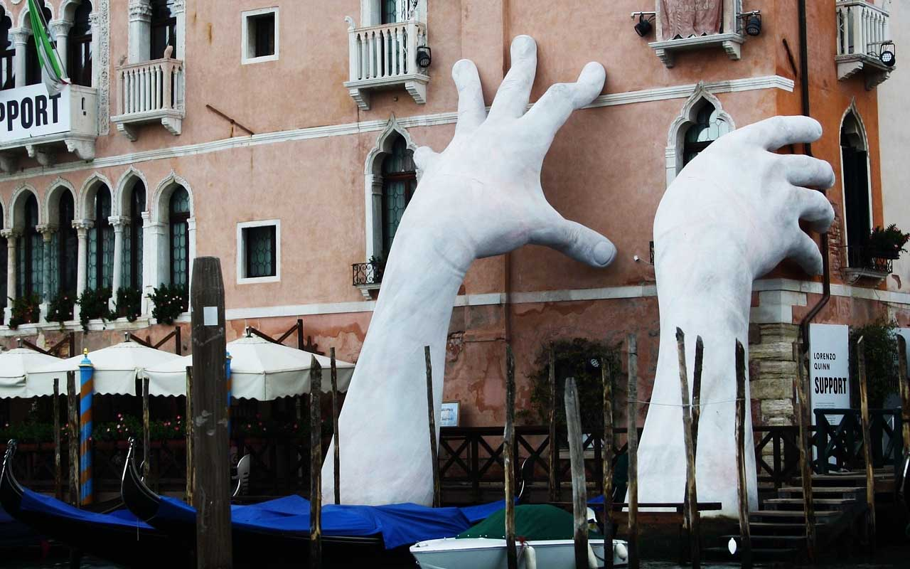 Hands, sculptures, Venice, Italy, facts
