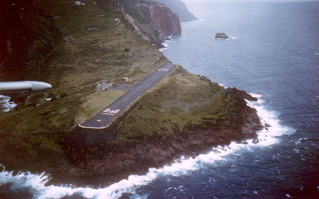 Juancho E. Yrausquin Airport, Saba, flying, facts, life, people, aerial, pilot