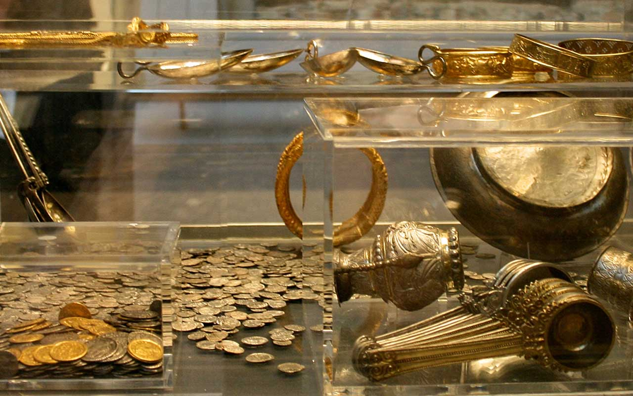 Hoxne Hoard, Britain, England, life, backyard, people, rich, money