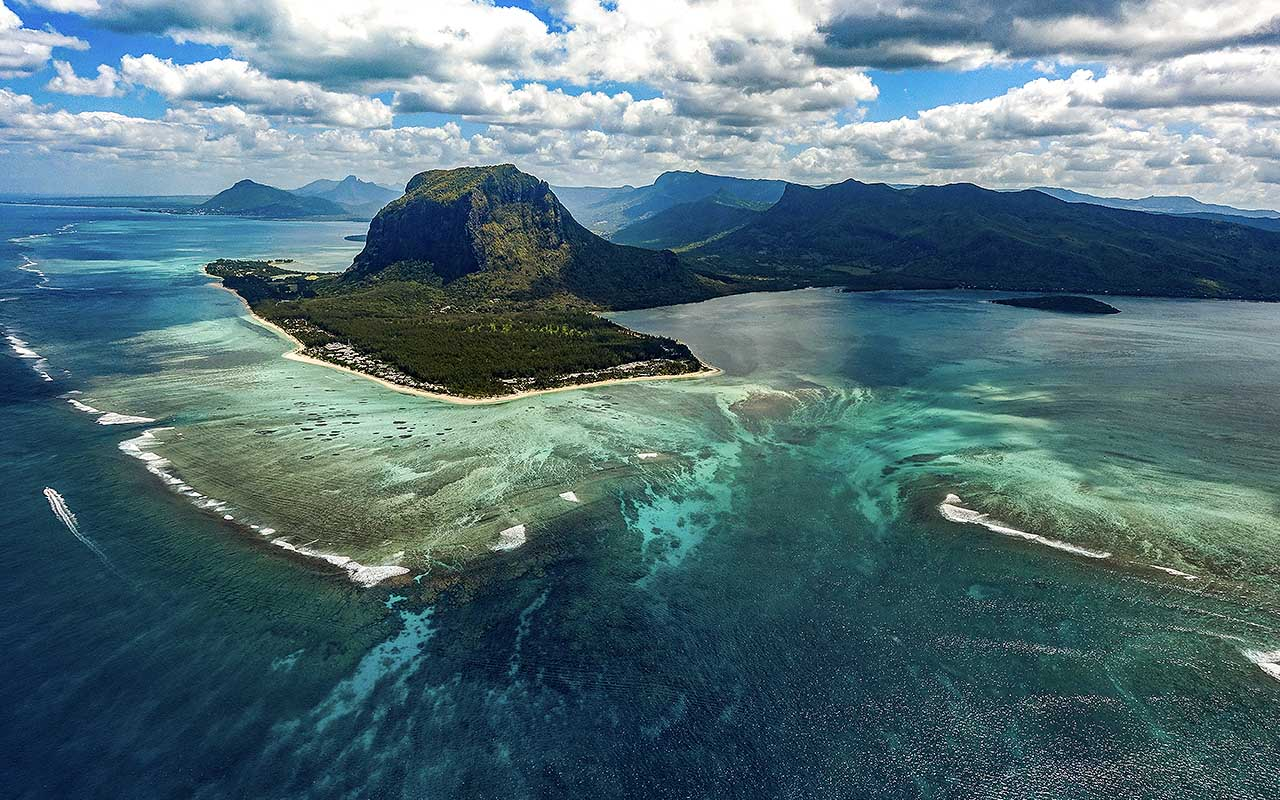 """Underwater waterfall"" illusion at Mauritius island, islands, life, people, facts"