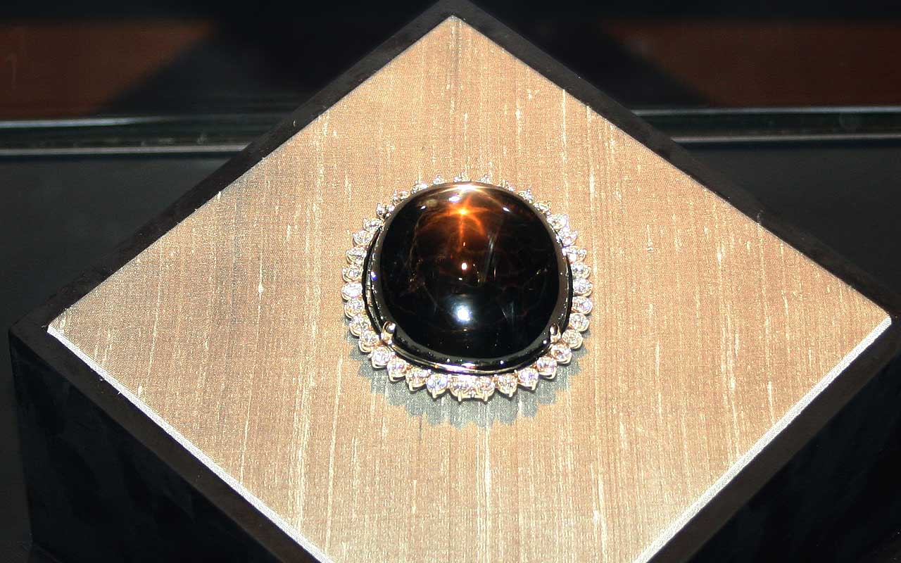 The Black Star of Queensland, sapphire, pearl, gem, facts, junk, life, people, history