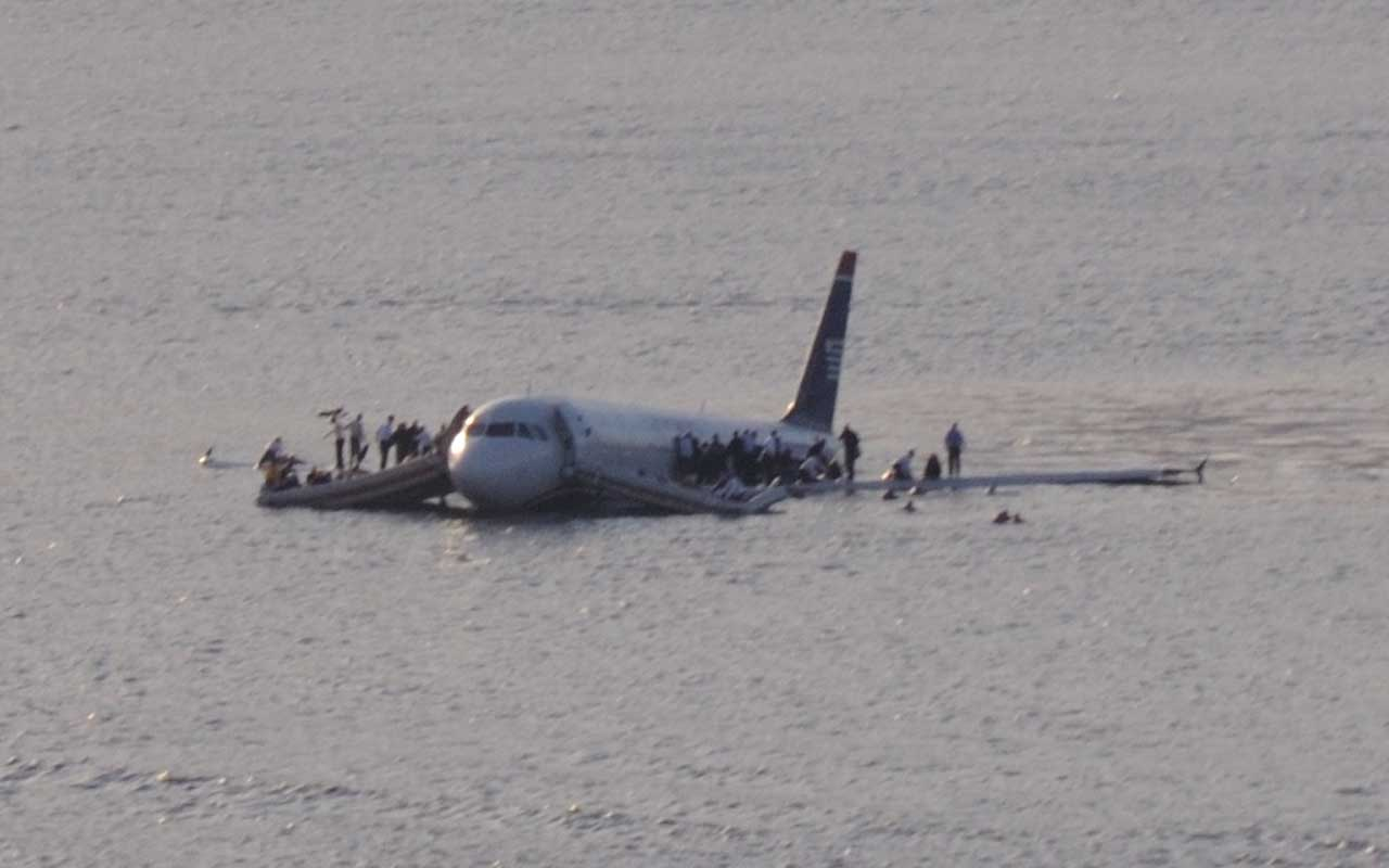 The Miracle on the Hudson, New York, Sullenberger, Captain, pilots, life, facts, aviation, survival