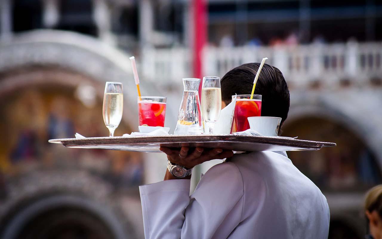 serving, server, waiter, food, restaurant, etiquette, facts, life, dinner