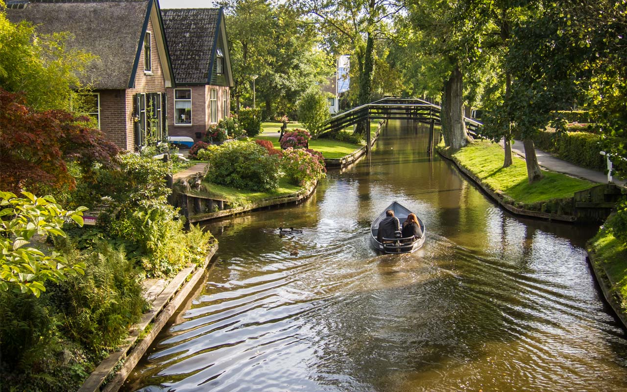 Giethoorn, Netherlands, facts, travel, boats, tell, friends