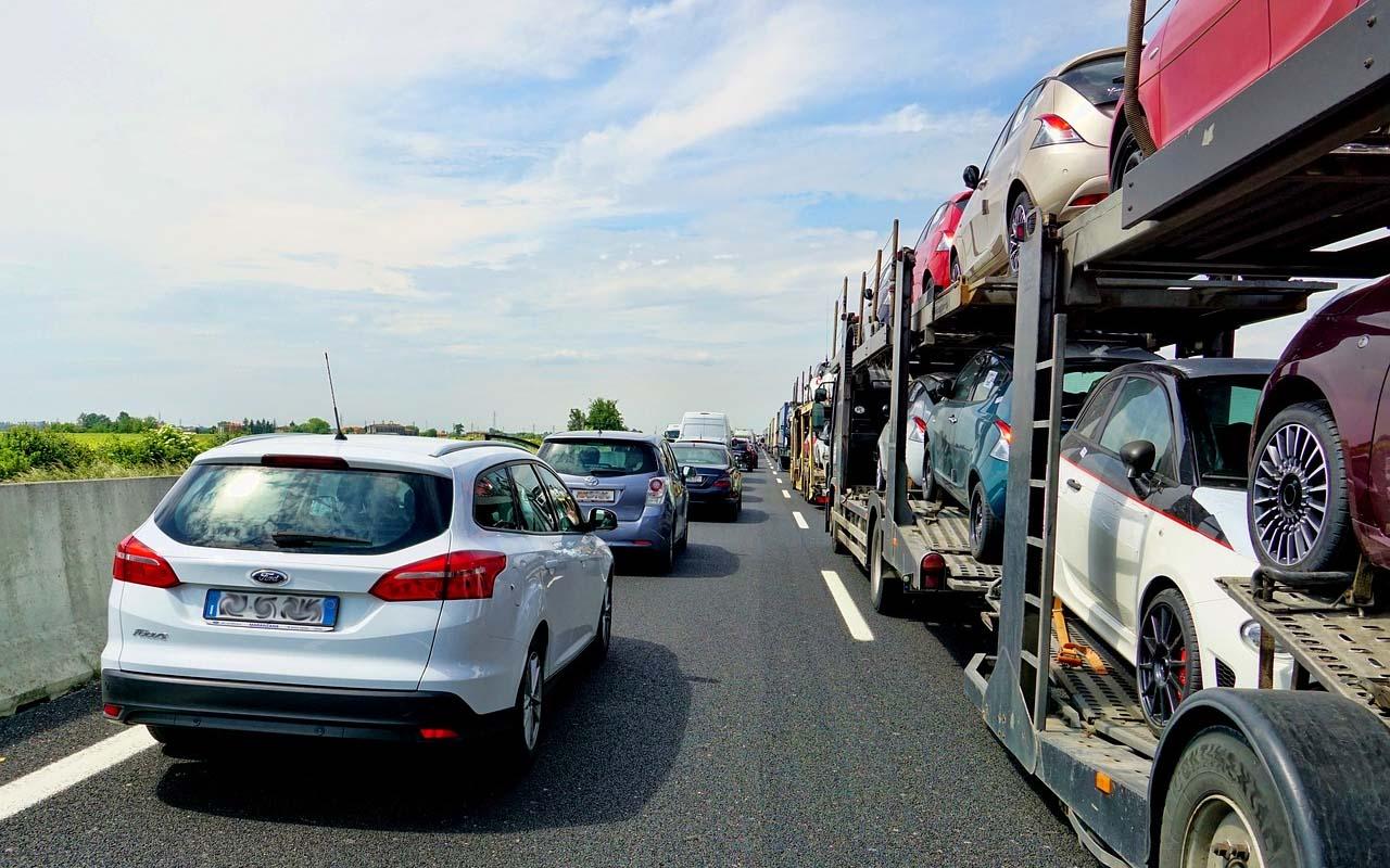 semi truck, long haul, drivers, USA, DOT, facts, roads, safety