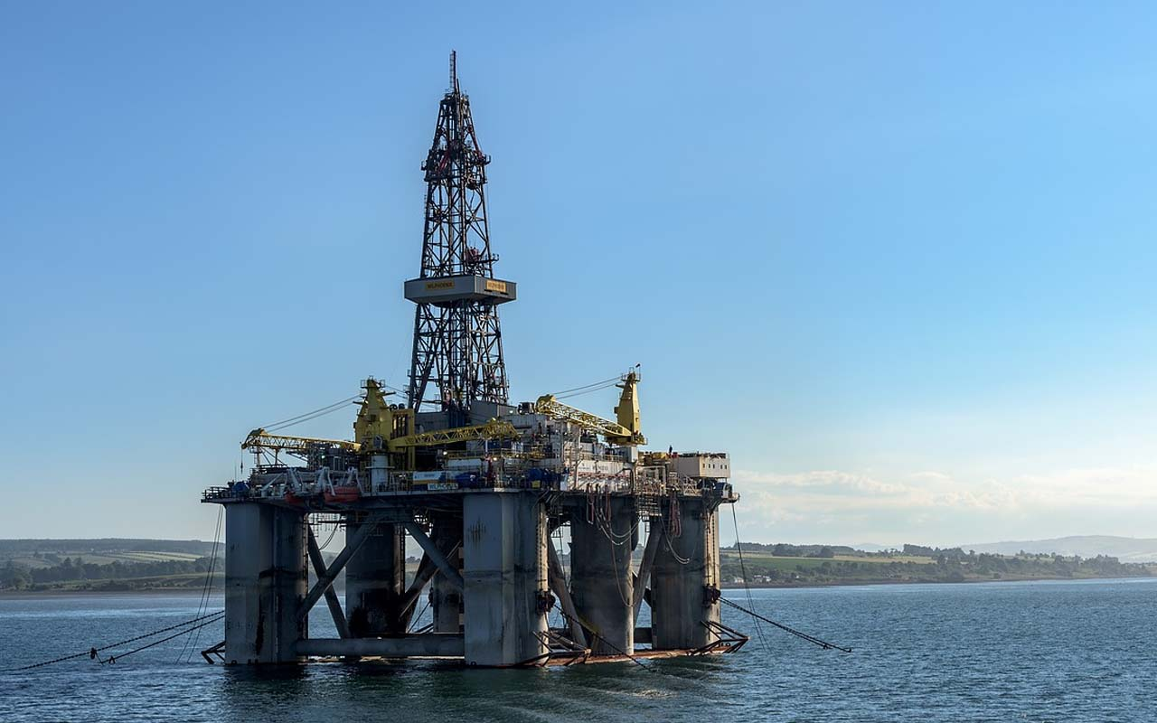 Oil rig, workers, employees, facts, science, travel, adventure, high paying jobs
