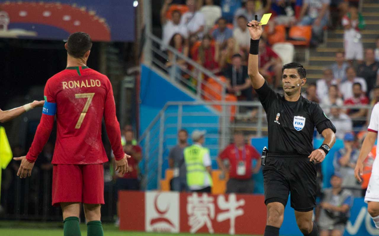 look, facts, color, life, science, entertainment, soccer, referee, yellow card, CR7