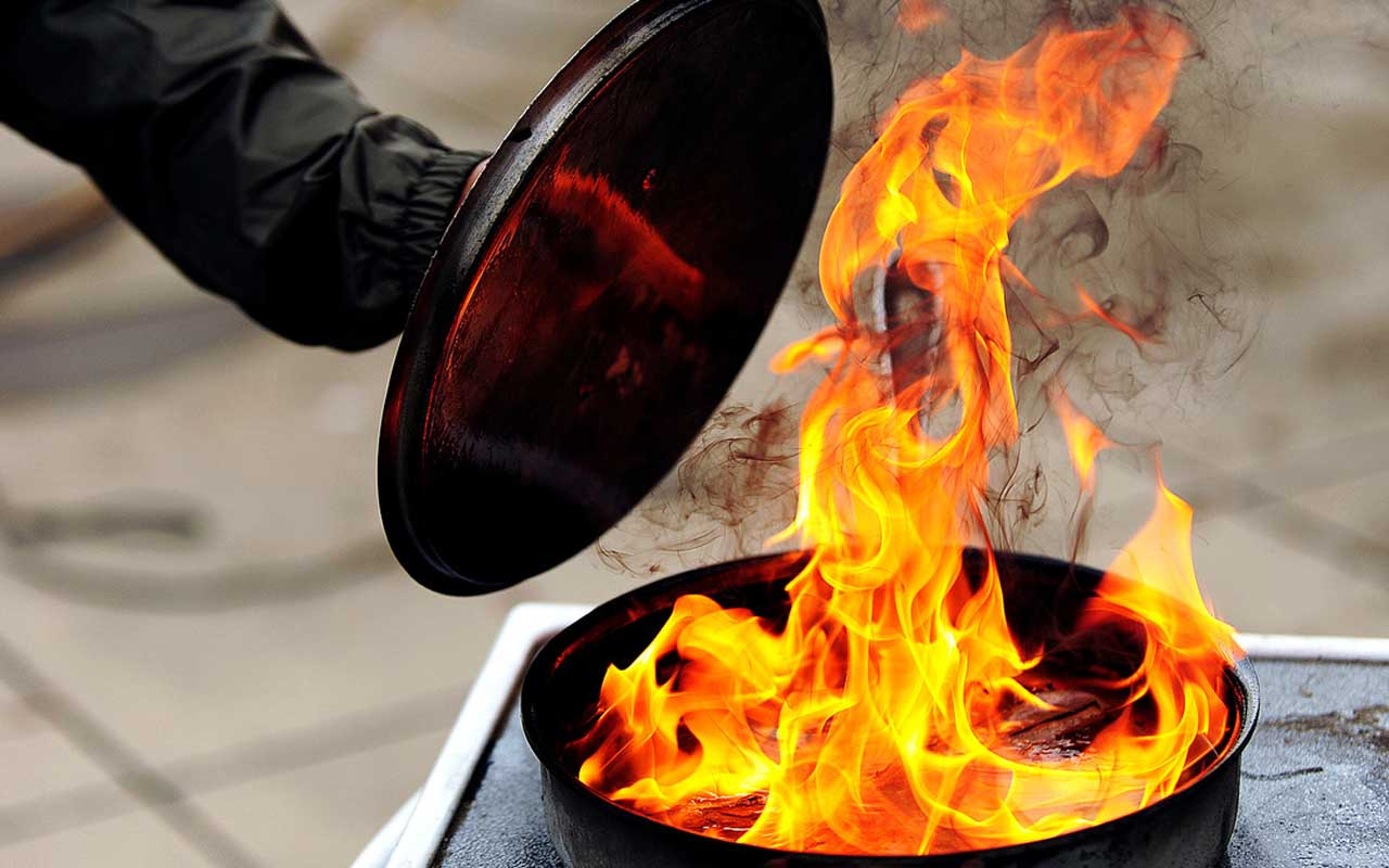 grease fire, baking soda, facts, science, food, cooking