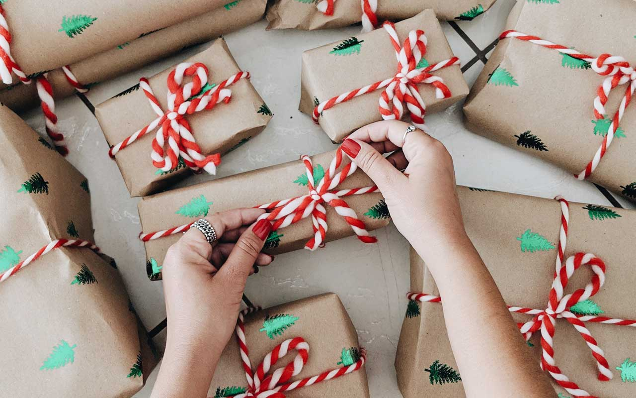 santa, season, holidays, new year, 2020, life, people, gifts, packages, boxes