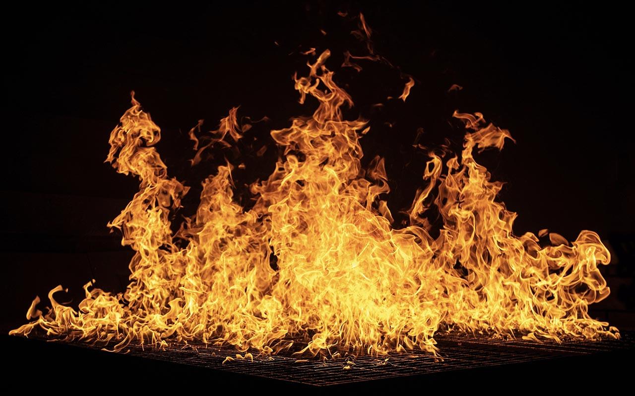 grease fire, water, salt, baking soda, oxygen, carbon dioxide, facts, lifesaving