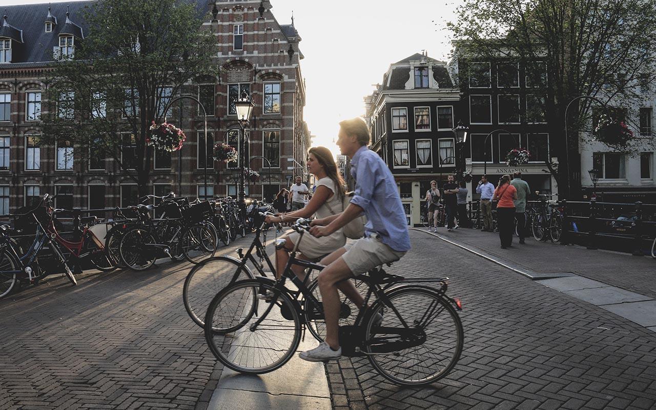 Amsterdam, bikes, facts, travel, people, life, adventure