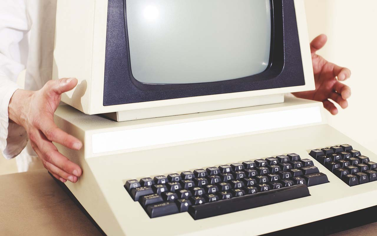 Old computer, retro, macintosh, Amish, community, culture, business